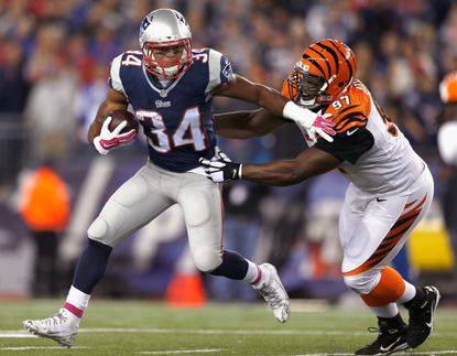 Patriots running back Shane Vereen tries to ward off Bengals defensive tackle Geno Atkins during a game at Gillette Stadium earlier this month.