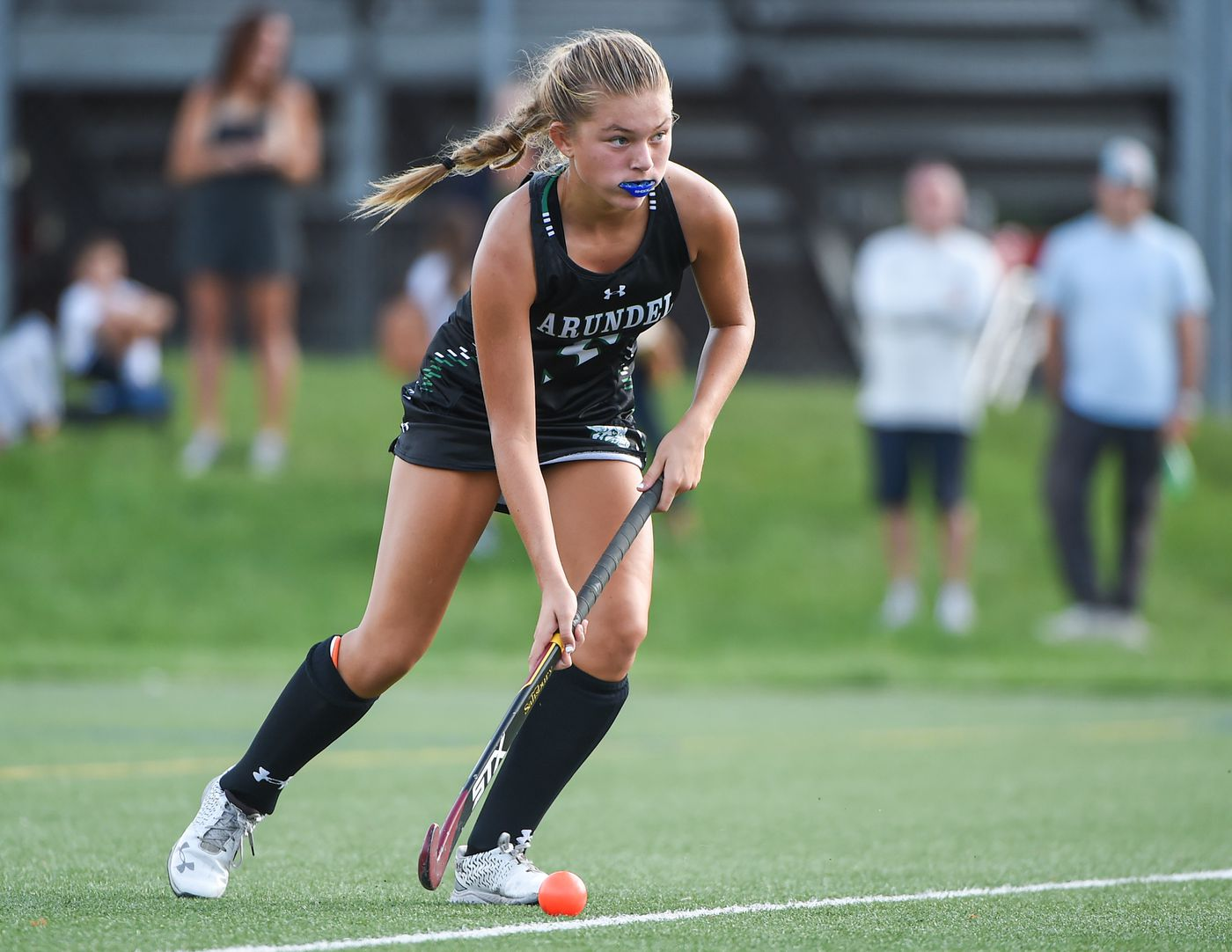 Arundel's Madison Barber (5) makes his way through the field in the 3rd period.  Archbishop Spalding will host field hockey at Arundel High School on Thursday, September 10, beating them 5-1 in regular time.  09.09.21