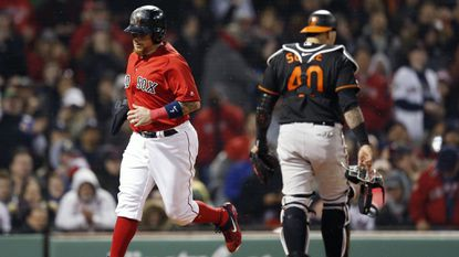 Orioles put up a fight, but fall to Red Sox at Fenway, 6-4; Chris Davis' skid extended