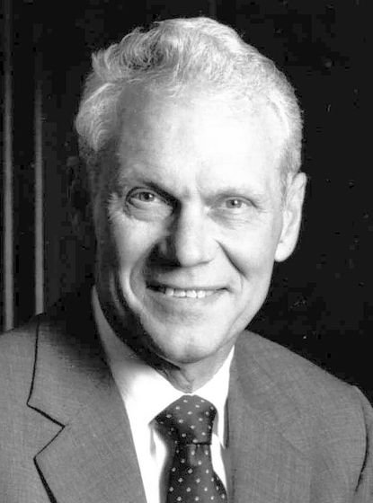 Robert E. Hecht Sr. was former chairman of the board and chief executive officer of the old Baltimore Federal Financial and a supporter and board president of Catholic Charities.