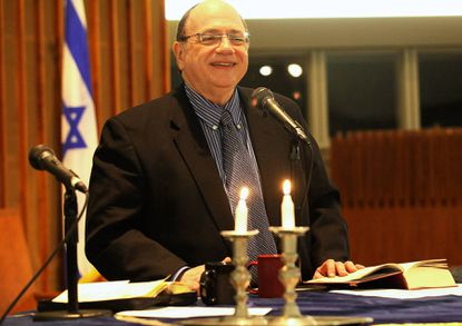 Larry Pinsker, the new rabbi at Beit Tikvah Congregation, leads his first Kabbalat Shabbat service Nov. 1. Pinsker was previously associate rabbi at a synagogue in Canada.