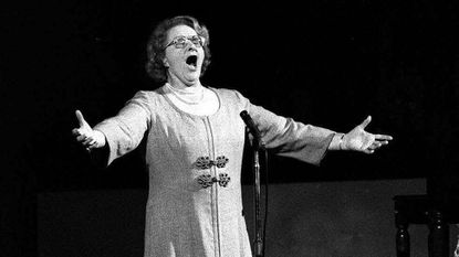 """Kate Smith sings """"God Bless America"""" before an NHL playoff game between the Islanders and the Flyers in Philadelphia on May 13, 1975."""