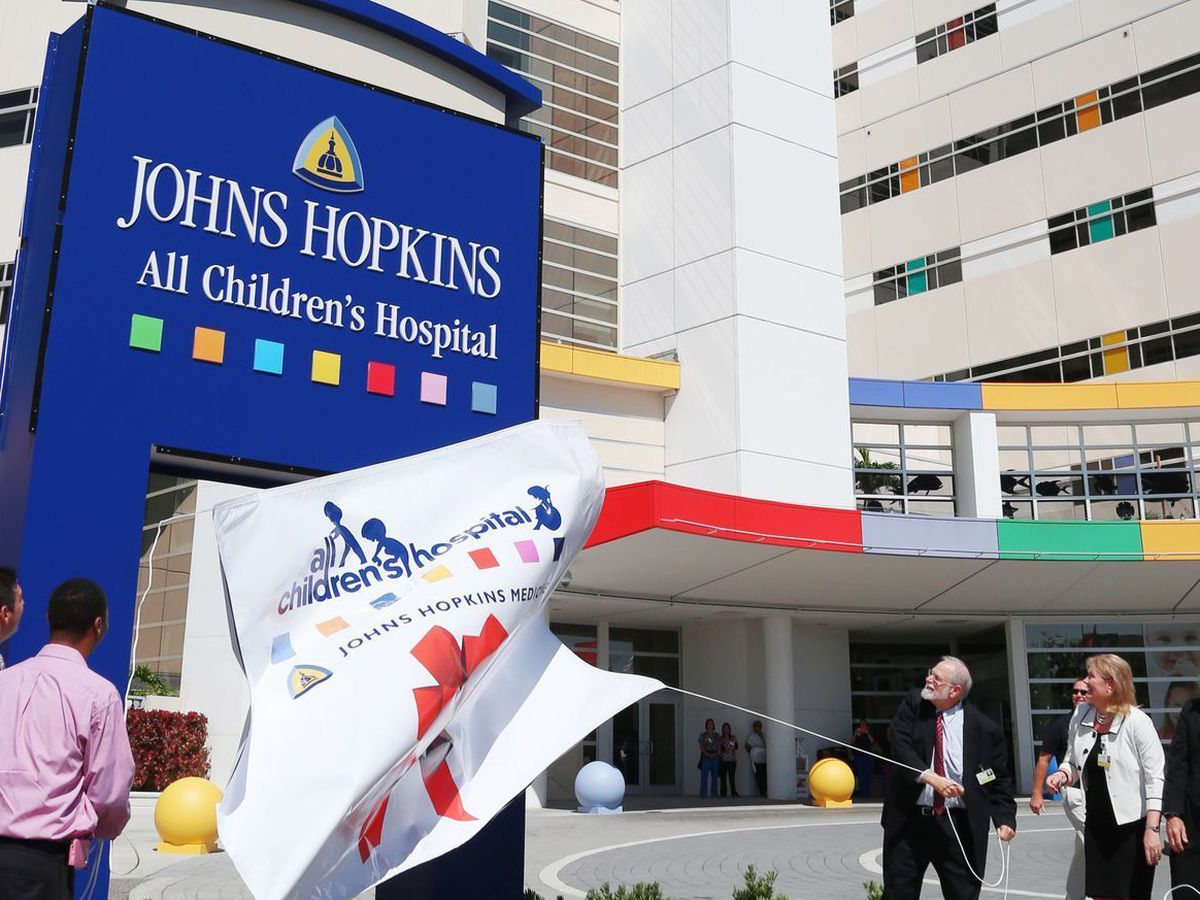 Former prosecutor to review Johns Hopkins' heart institute