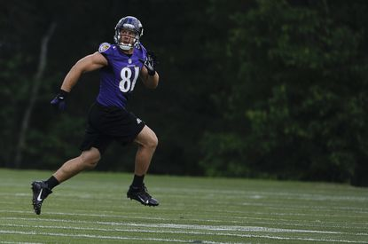 Ravens tight end Daniels keeps an eye on the skies