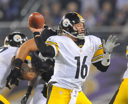 Steelers QB Charlie Batch completes a pass in the fourth quarter.