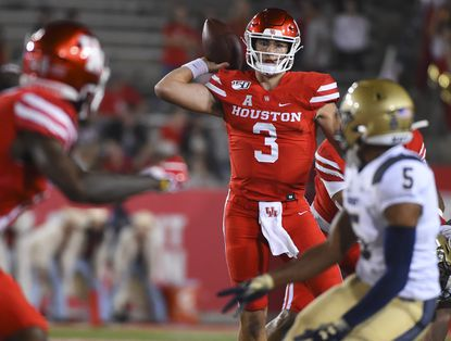 Houston quarterback Clayton Tune (3), shown against Navy last season, has completed 64 percent of attempts in passing for 629 yards in two games.