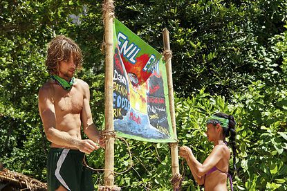 """Erik Reichenbach and Brenda Lowe hang up their new tribe flag during """"Blindside Time."""""""