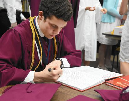 Harford Christian Class of 2016 encouraged to be 'shining lights to this world'