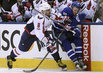 Capitals beat Maple Leafs 5-4, tie series at 2 games apiece