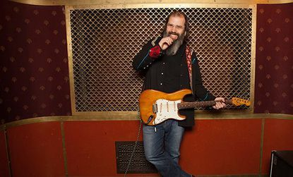 "Steve Earle to play ""City of Immigrants: A Night of Support"" show at Beth Am Synagogue"