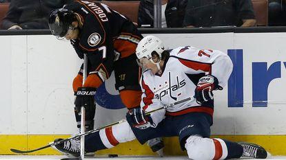 Ducks take advantage of slumping Capitals in 5-2 rout