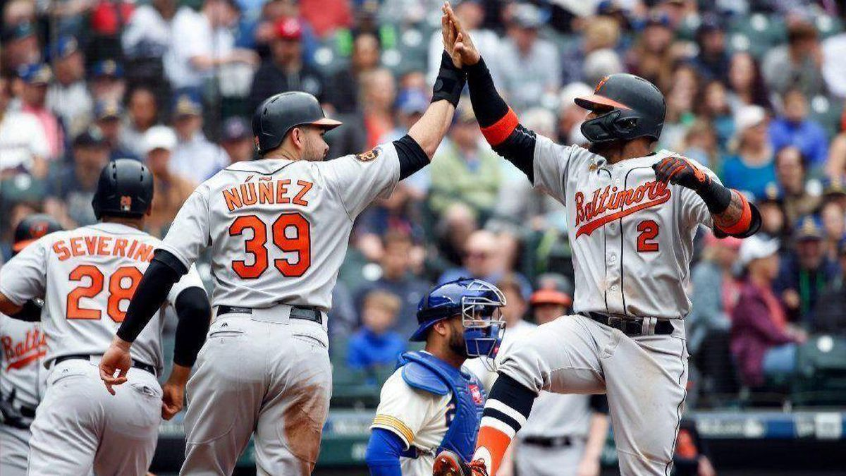 4513de55a Orioles 'Turn Back the Clock' to beat Mariners, 8-4, and end season ...