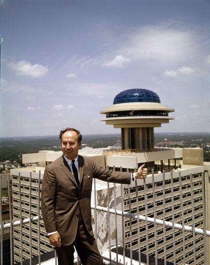 John Portman, whose atrium hotels brought sparkle to cities, dies at 93