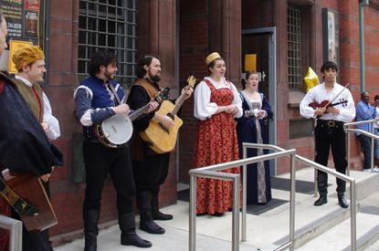 """Members of Chesapeake Shakespeare Company invite passersby to free performance of """"Romeo and Juliet"""""""