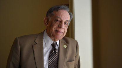A veteran Howard legislator is retiring, endorsing a candidate