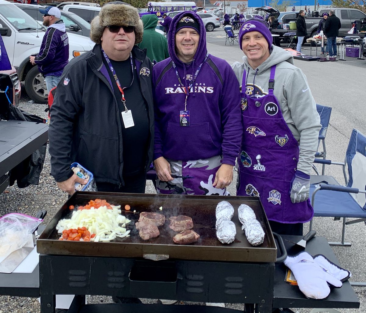 What S It Like To Tailgate In Lot H At A Ravens Game Baltimore Sun