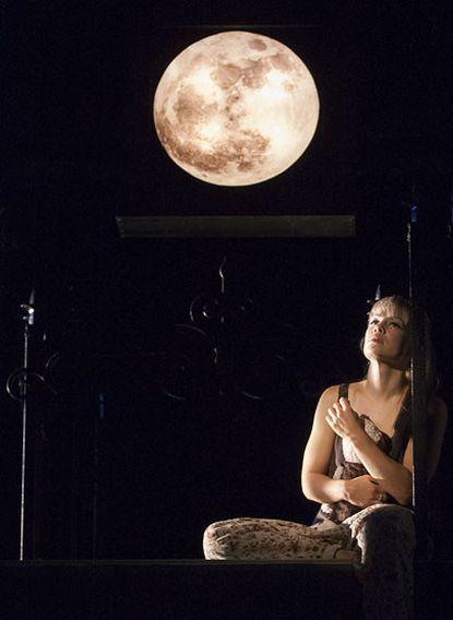 Erin Weaver as Juliet at Folger Theatre