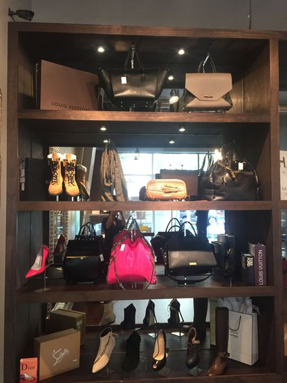 Upscale consignment shop B'more Betty will open in Fells Point for the holiday season.