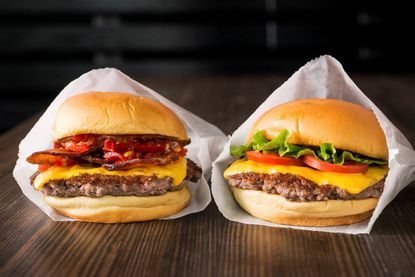 Shake Shack, a New York-based chain known for its burgers, shakes and crinkle-cut fries, is opening a location at the Mall in Columbia.