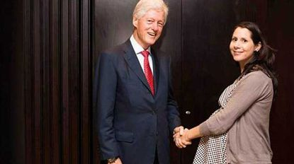 Elif Yavuz poses for a photograph with former President Bill Clinton.