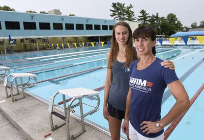 Rising Hereford junior takes plunge: From competitive swimmer to volunteer coach, Caroline Benda follows in mom's footsteps
