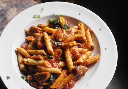 Lunch review: Amicci's has neighborhood dining down pat