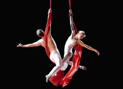 Holiday Cirque de la Symphonie comes to the Meyerhoff Symphony Hall.