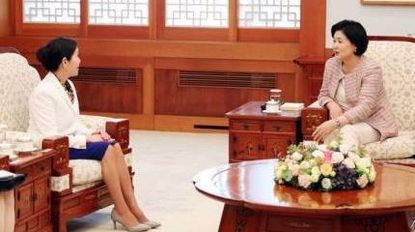 Maryland First Lady Yumi Hogan meets with South Korean First Lady Kim Jung-sook.