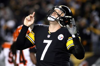 Steelers quarterback Ben Roethlisberger looks skyward after completing a touchdown pass to wide receiver Antonio Brown in Sunday's win over the Bengals.