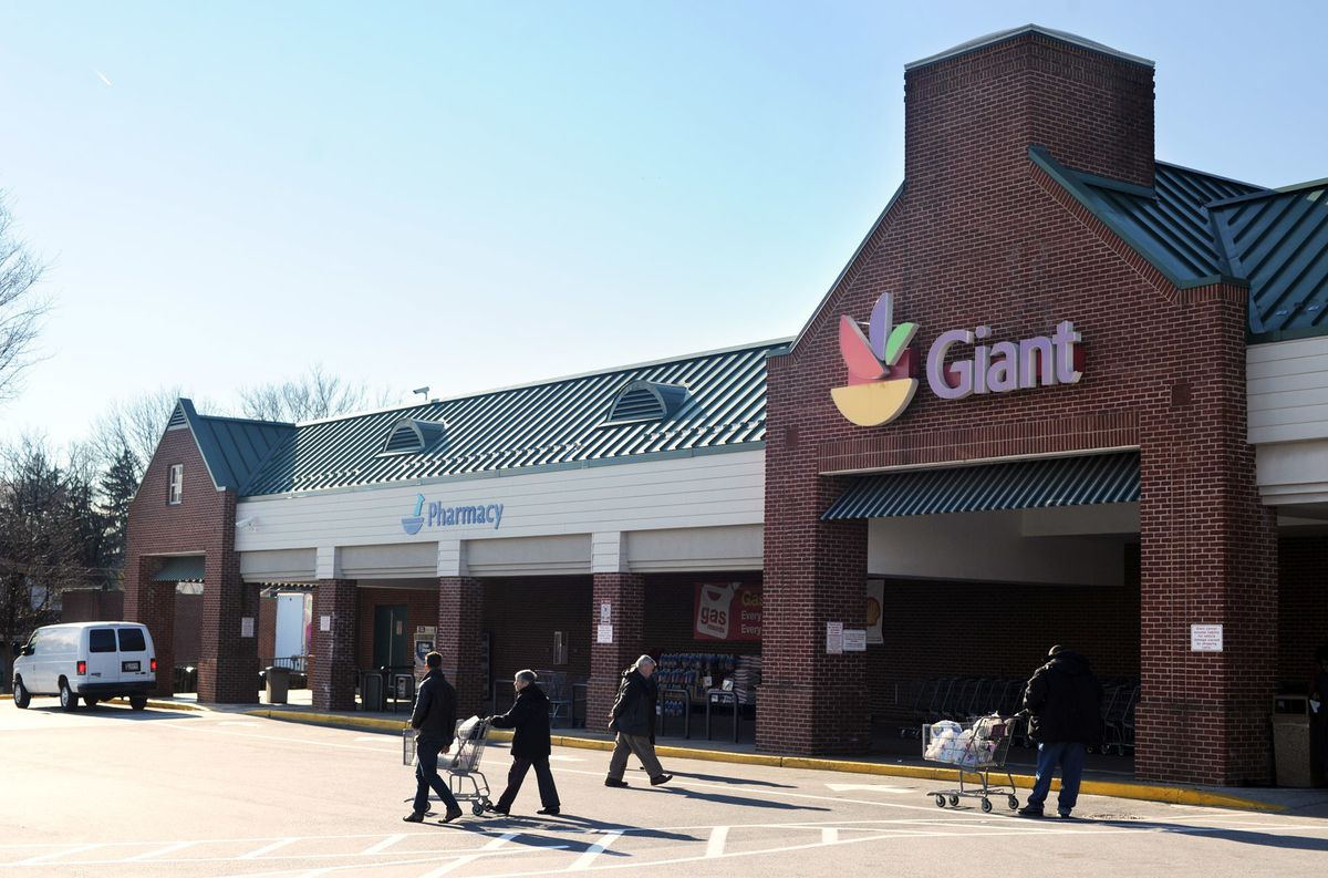 Giant and Safeway workers ratify contracts - Baltimore Sun