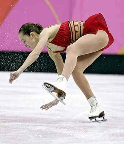 Kimmie Meissner of Bel Air stumbles during the women's free skate finals.