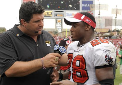 Former Buccaneers running back Warrick Dunn talks with FOX analyst Tony Siragusa after a 2008 game.