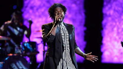 Davon Fleming sings on 'The Voice.'