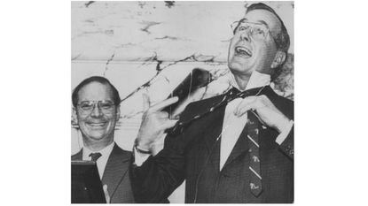 In January 1984, Vice President George H.W. Bush spoke at the State House in Annapolis to the joint session of the House and Senate. After his speech, he whipped off his tie and did what? Pictured at left is then-House Speaker Ben Cardin.