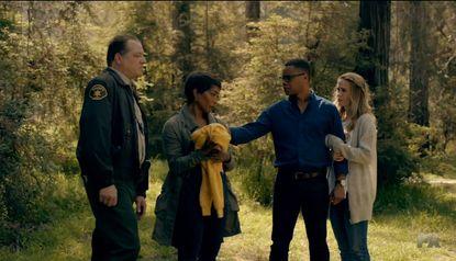 Matt (Cuba Gooding Jr.) and Shelby (Sarah Paulson) help Lee (Angela Bassett) search for her missing daughter.