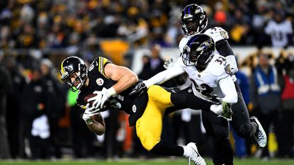 Jesse James #81 of the Pittsburgh Steelers makes a catch in front of Eric Weddle #32 of the Baltimore Ravens in the second half on Sunday.