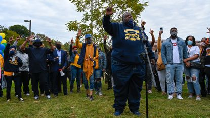 I Believe We Can Make Change Vigil Held For Slain Mta Bus Driver Outside Former High School Baltimore Sun Aretha franklin's funeral events have begun and will span four days, with two public viewings available to her fans and. vigil held for slain mta bus driver