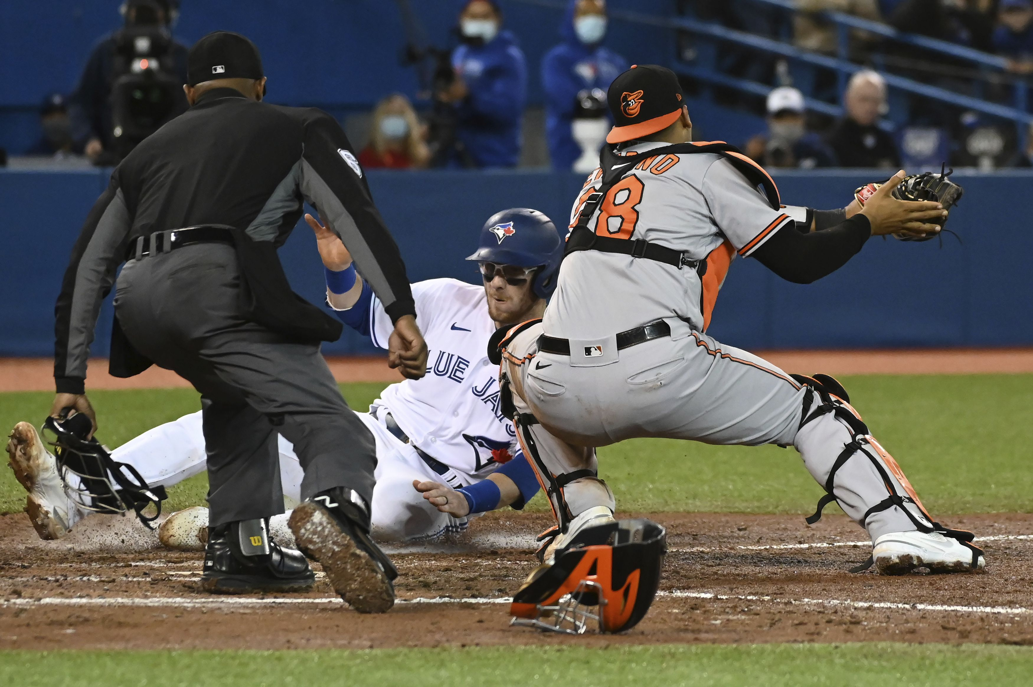 Orioles put up late resistance, but Blue Jays continue playoff push with 6-4 win to open season's final series