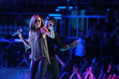 Amanda Brown and Ne-Yo do their thing. Note: This is before Amanda gets mercilessly eliminated.