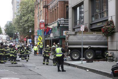 5 hurt when dump truck crashes into Seattle sandwich shop