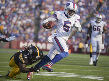 Buffalo Bills quarterback Tyrod Taylor gets past Pittsburgh Steelers inside linebacker Sean Spence (51) on a touchdown run during the second half of a preseason game.