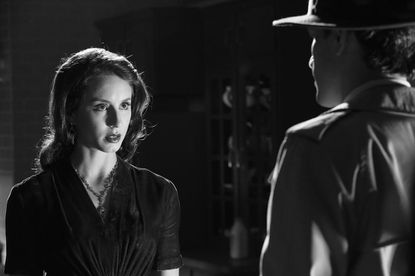 Spencer's numerous sleepless nights with the help of prescription pills start to take a toll on her as her hunt for Ali and much needed answers continues. Now teleported into the world of 1940's Film Noir, Spencer tries to come up with the answers she and her friends have been desperately looking for.